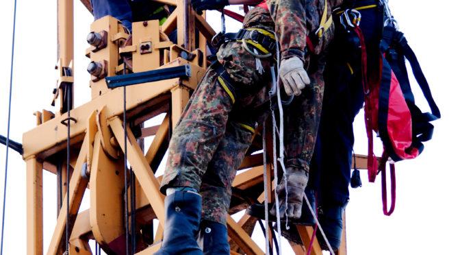 Absturzsicherung LK Uelzen übt am Baukran in Wriedel