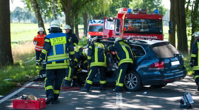 Unfallopfer aus PKW-Wrack befreit
