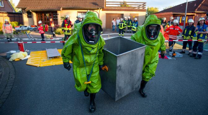 Große Einsatzübung mit Gefahrstoffen im Wohngebiet