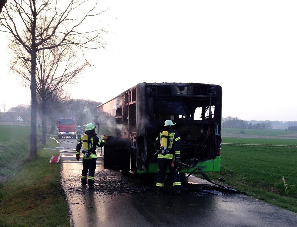 Motorbrand Linienbus zwischen Hohenbünstorf und Wessenstedt