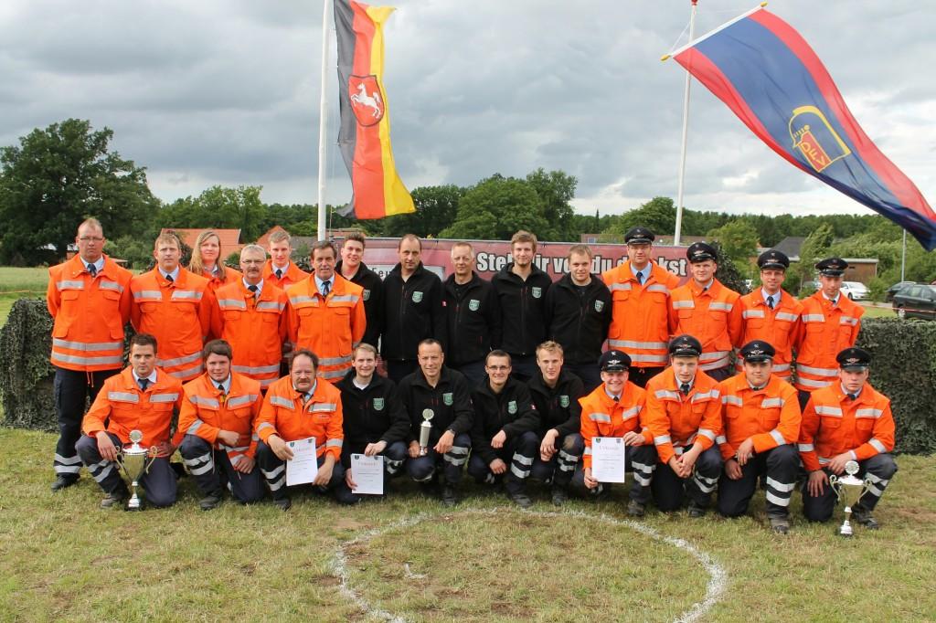 Die ersten Drei beim Gemeindewettbewerb - Sieger FF Hesebeck (Mitte)
