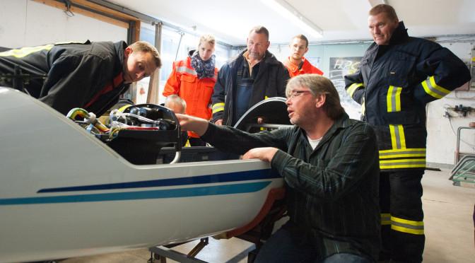 Feuerwehr zu Ausbildungsdienst am Flugplatz in Barnsen