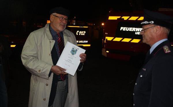 Stadtfeuerwehren ehren Uelzens ehemaligen Bürgermeister Otto Lukat