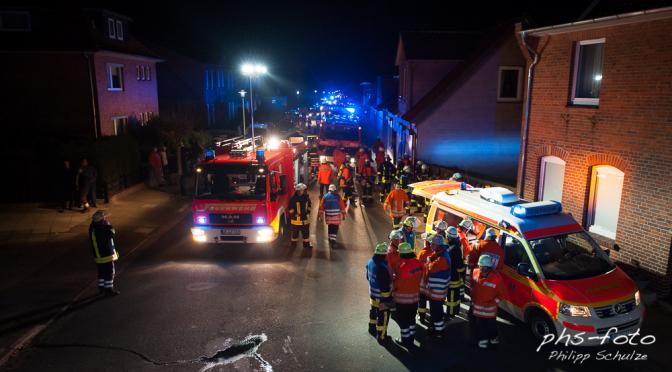 Großaufgebot der Feuerwehr in Bad Bevensen – Feuer im Mehrfamilienhaus/Menschen in Gefahr