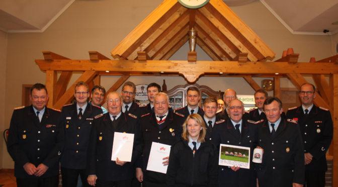 Geehrte und Beförderte Kameraden auf der Generalversammlung der Feuerwehr Oetzen
