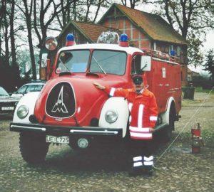 Paule und sein Baby (Foto: Feuerwehr Oetzen)