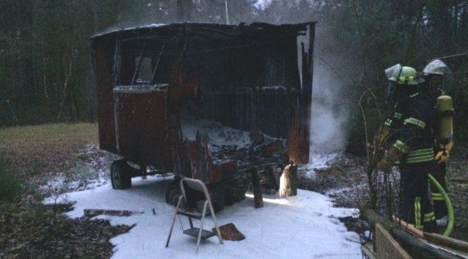 Brennt Bauwagen im Wochenendgebiet in Bargdorf