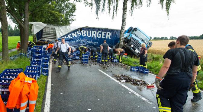 Vollsperrung nach schwerem LKW-Unfall auf der L233