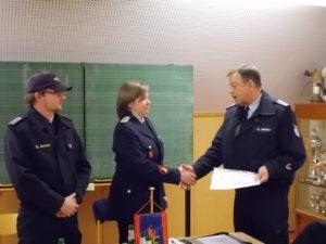 Julia Mennerich wird zur Löschmeisterin befördert