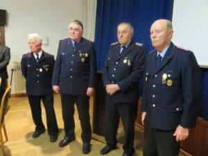 Ehrung für 70 Jahre Feuerwehrzugehörigkeit: Friedrich Meyer, Horst Wöbse, Friedrich Warnecke und Jonny Beusse (von links nach rechts).