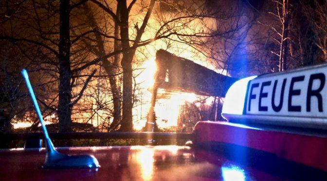 Nächtliches Feuer ruft Brandschützer auf den Plan