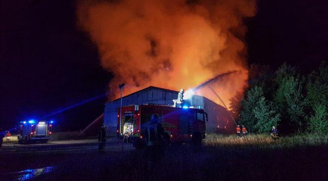 Großbrand zwischen Medingen und Bruchtorf – Feuerwehren über 36 Stunden im Dauereinsatz