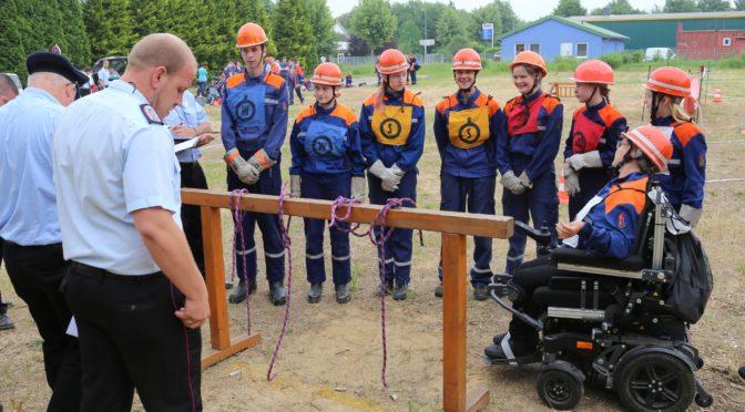 Viel los in Bad Bevensen: Pokale bei Wettbewerb der Jugendwehren und Abzeichen für zwei Kinderfeuerwehren