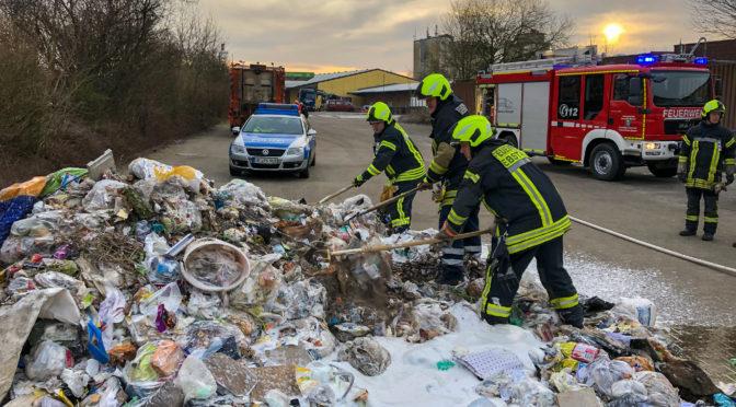 Brennt Müll in einem Müllfahrzeug in Ebstorf